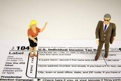 Vrouwelijke belasting - betaler met accountant Royalty-vrije Stock Afbeelding
