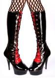 Vrouwelijke benen in amuletlaarzen Stock Afbeelding