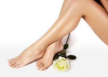 Vrouwelijke benen na ontharing Gezondheidszorg, voetzorg, rutinebehandeling Kuuroord en epilation Voeten met schone vlotte huid Stock Fotografie