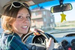 Vrouwelijke bestuurder in een auto Royalty-vrije Stock Afbeelding