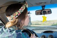 Vrouwelijke bestuurder in een auto Royalty-vrije Stock Foto's