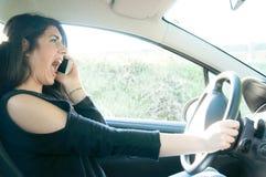 Vrouwelijke bestuurder in een slechte situatie Royalty-vrije Stock Afbeelding