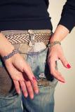 Vrouwelijke billen met handcuffs royalty-vrije stock foto
