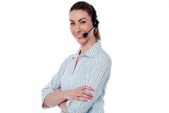 Vrouwelijke call centreagent met gekruiste wapens Stock Afbeeldingen
