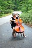 Vrouwelijke cellist. royalty-vrije stock afbeeldingen