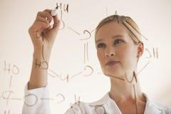 Vrouwelijke chemicus Stock Foto's