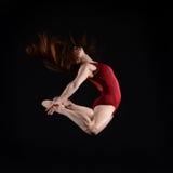 Vrouwelijke Danser Leaping Stock Afbeeldingen