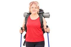 Vrouwelijke die wandelaar op witte achtergrond wordt geïsoleerd Royalty-vrije Stock Fotografie