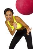 Vrouwelijke dodgeballspeler stock fotografie