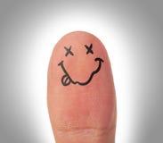 Vrouwelijke duimen met glimlachgezicht op de vinger stock foto's