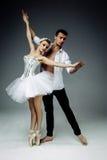 Vrouwelijke en mannelijke dansers Stock Foto