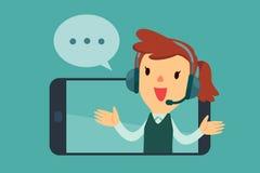 Vrouwelijke exploitant die met hoofdtelefoon van het scherm van een slimme pho spreken Stock Afbeelding