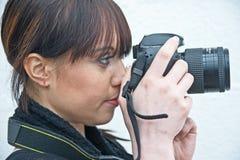 Vrouwelijke Fotograaf met camera Nikon. stock foto's