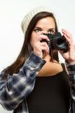 Vrouwelijke fotograafkaders een beeld Royalty-vrije Stock Afbeelding