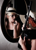Vrouwelijke gangster stock foto's