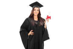 Vrouwelijke gediplomeerde student die een diploma houden royalty-vrije stock afbeelding