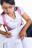 Vrouwelijke geleerde het schrijven wiskundefomula Royalty-vrije Stock Afbeelding