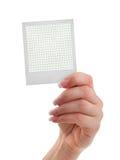 Vrouwelijke hand die een fotoframe houdt Royalty-vrije Stock Afbeeldingen