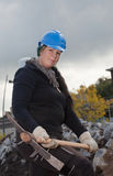 Vrouwelijke handarbeider in blauwe bouwvakker Royalty-vrije Stock Foto's