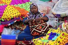 Vrouwelijke handelaar bij de markt van Souq Waqif in Doha Royalty-vrije Stock Afbeelding