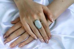 Vrouwelijke handen stock foto's