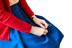 Vrouwelijke handen De jonge glazen van de vrouwenholding royalty-vrije stock afbeelding