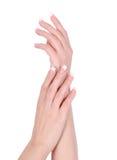 vrouwelijke handen met Franse geïsoleerdei manicure royalty-vrije stock afbeeldingen
