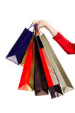 Vrouwelijke handholding het winkelen zakken. Royalty-vrije Stock Afbeeldingen