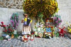 Vrouwelijke harmonikaspeler Montmarte Stock Afbeelding
