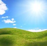 Vrouwelijke heuvel onder zon Stock Foto