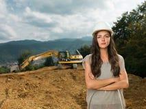 Vrouwelijke ingenieur op bouwwerf Royalty-vrije Stock Foto's