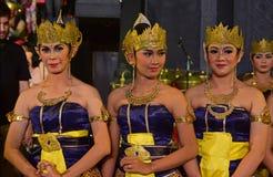 Vrouwelijke Javanese dansers in traditionele die kledij als Dhodot wordt bekend stock afbeelding