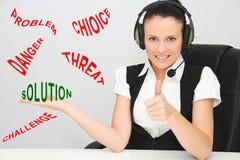 Vrouwelijke klantenondersteuningsexploitant met hoofdtelefoon Stock Afbeeldingen
