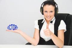 Vrouwelijke klantenondersteuningsexploitant met hoofdtelefoon Stock Fotografie