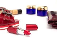 Vrouwelijke kosmetische achtergrond Hoofdzaak van een moderne vrouw in Re Stock Fotografie