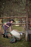Vrouwelijke Landbouwer Wearing Cowboy Hat Stock Foto's