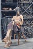 Vrouwelijke ledenpop in het winkelvenster van jeanskleren Royalty-vrije Stock Afbeelding