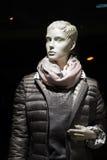Vrouwelijke ledenpop met anorak en sjaal Royalty-vrije Stock Foto