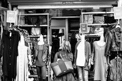 Vrouwelijke Ledenpoppen in een Manieropslag Royalty-vrije Stock Foto