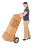 Vrouwelijke leveringspersoon met handvrachtwagen en dozen stock fotografie