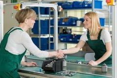 Vrouwelijke lijnarbeiders royalty-vrije stock foto's