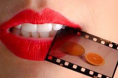 Vrouwelijke lippen en film Royalty-vrije Stock Afbeeldingen