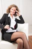 Vrouwelijke Manager op de telefoon stock fotografie
