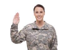 Vrouwelijke militair die eed uitvoeren Royalty-vrije Stock Foto