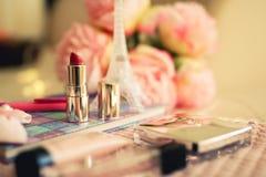 Vrouwelijke mooie samenstelling met lippenstift stock afbeelding