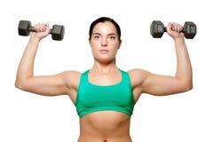 Vrouwelijke oefeningen met vrije gewichten Royalty-vrije Stock Foto's