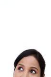 Vrouwelijke ogen die omhoog eruit zien Stock Foto's