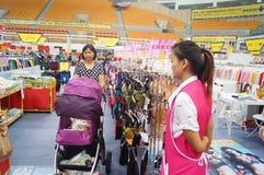 Vrouwelijke ondergoedverkoop Stock Foto's