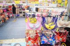 Vrouwelijke ondergoedverkoop Stock Fotografie
