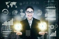 Vrouwelijke ondernemer met virtuele de groeizaken Stock Foto's